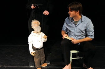 O Me! O Life! Written by Gina Leigh, using the poetry of Walt Whitman. Puppet by Gina Leigh. Music by Sean Hoots. Performed by Gina Leigh, Aaron Lathrop. Photo: Kendall Whitehouse